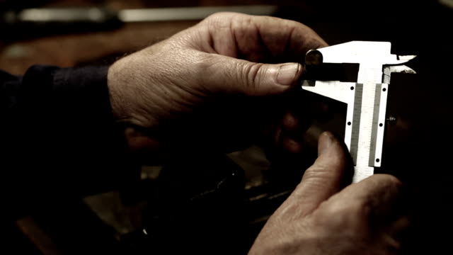 Vernier caliper measurements video