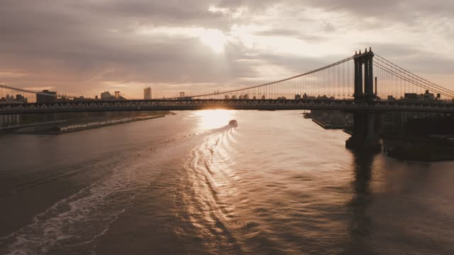 vídeos de stock, filmes e b-roll de ponte de verrazzano-narrows em brooklyn - baía