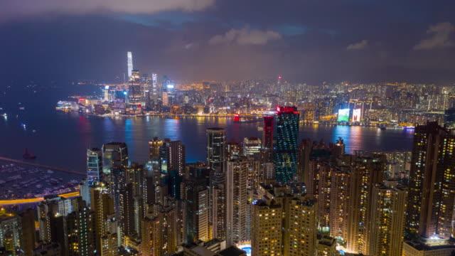 홍콩 의 고층 마천루 건물의 수직 보기. 현대 도시 비즈니스 지구 - 항공기시점 스톡 비디오 및 b-롤 화면
