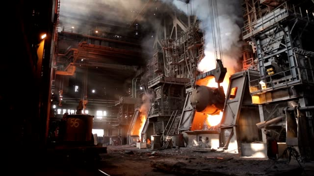 very dangerous steel production. the hot iron ladle is turned over into a special container. the sizes are impressive. - acciaio video stock e b–roll