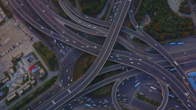vidéos et rushes de viaduc de la ville - route surélevée