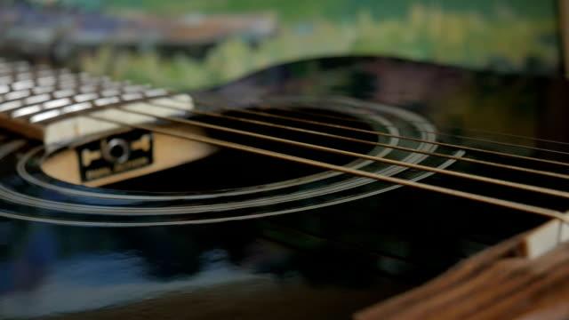 vibration of strings on an acoustic guitar - siodło filmów i materiałów b-roll