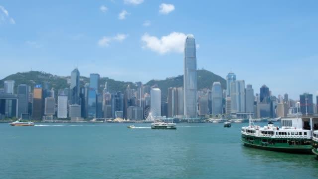 victoria harbor and hong kong island skyline - центральный район стоковые видео и кадры b-roll