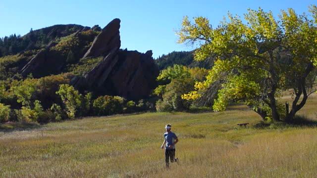 hd video autumn trail running in colorado state park - 州立公園 個影片檔及 b 捲影像