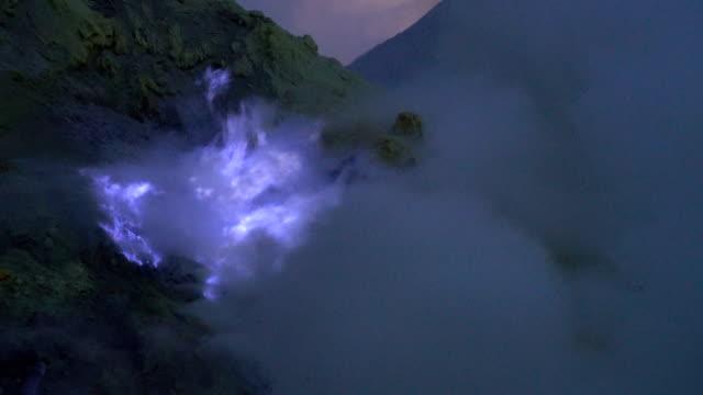 4K Video : blue sulfur flames at volcano, Kawah Ijen volcano, East Java, Indonesia. video