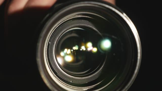 video kameralinsen, visar zoom och bländning, blir, närbild - ostördhet bildbanksvideor och videomaterial från bakom kulisserna