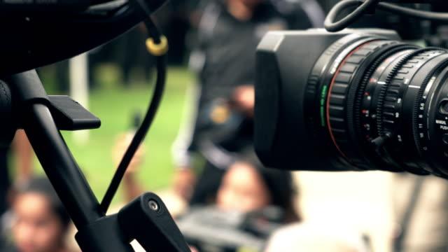 ビデオカメラレンズの回転を拡大 - 映画用カメラ点の映像素材/bロール