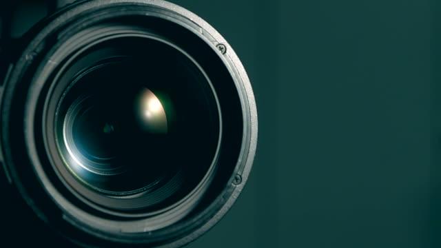video-kamera mit zoom - überwachungskamera stock-videos und b-roll-filmmaterial