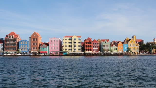 vídeos y material grabado en eventos de stock de 4k video ciudad de willemstad, antillas holandesas, curazao - caribe