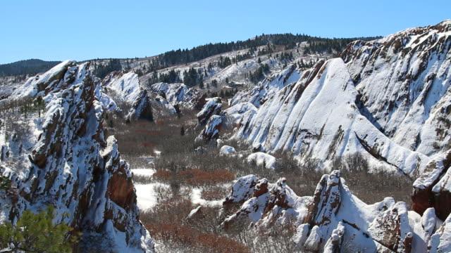 hd video colorado winter hiker in snowy roxborough state park - 州立公園 個影片檔及 b 捲影像