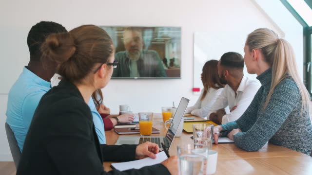 video conference - videoconferenza video stock e b–roll