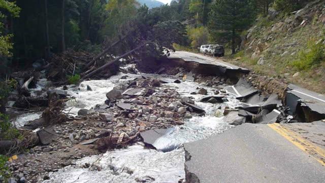 video hd creek sbiadisce road, boulder, colorado - fenomeno naturale video stock e b–roll