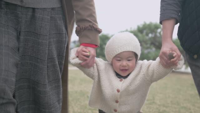 4 k ビデオ - 家族の生活の中で日 - 家族 日本人点の映像素材/bロール