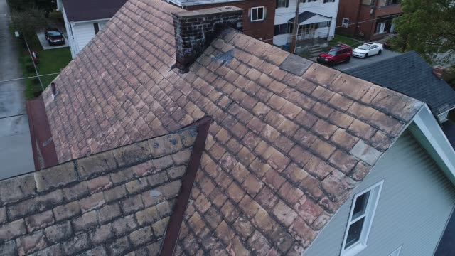 Video Feed of Drone Inspecting Damaged Slate Roof A simulated video feed of a roof inspector's unmanned drone examining a home's damaged slate roof after a storm. dormir stock videos & royalty-free footage