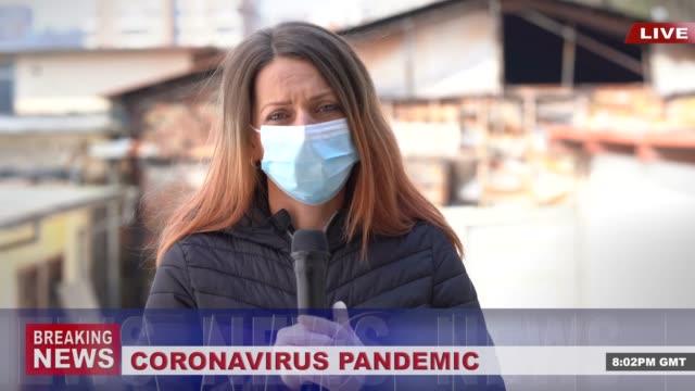 4k video: newscaster prezentacji breaking news, podczas covid-19 pandemii - media filmów i materiałów b-roll