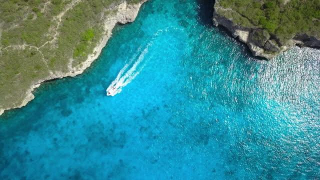 vídeos y material grabado en eventos de stock de 4k video de vista aérea de mar del caribe en curazao - caribe