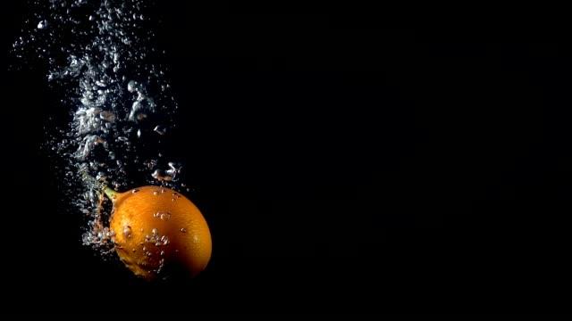 video of falling granadilla in the water - video di passiflora video stock e b–roll