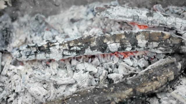 video av brand brun trä mörk grå svart - rådig bildbanksvideor och videomaterial från bakom kulisserna