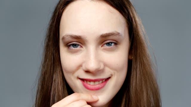 video of flirting girl in black shirt, portrait - top nero video stock e b–roll