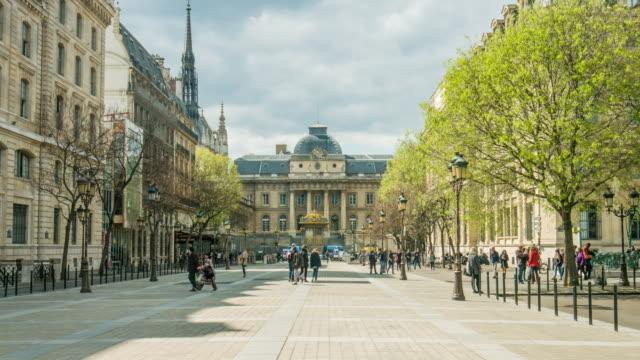 video di parigi-palais de justice - street video stock e b–roll