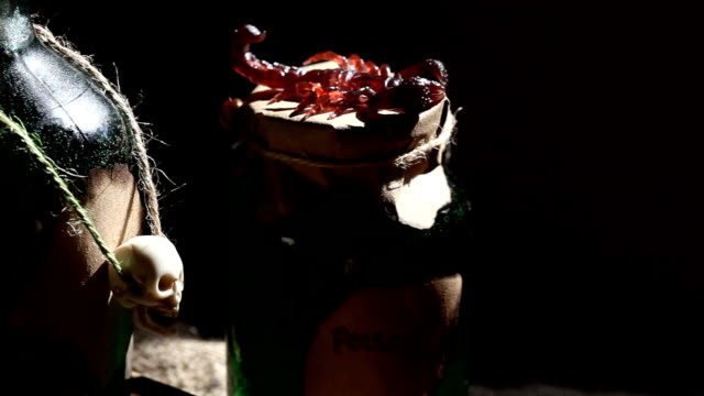 vidéos et rushes de vidéo hd de citrouille et bouteille de poison ambiance frissons - charmeur