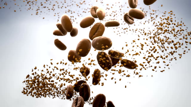 vídeos de stock e filmes b-roll de 3d cgi video of roasted coffee beans and instant coffee particles slowly flowing in spiral over white background - café solúvel