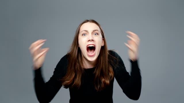 video of screaming girl in black shirt - top nero video stock e b–roll