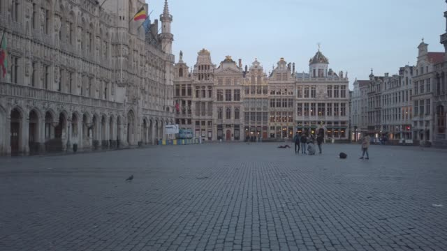 Video of the Grand Place of the Belgian city of Brussels early in the morning Video of the Grand Place or Grote Markt in the Belgian city of Brussels early in the day neo gothic architecture stock videos & royalty-free footage