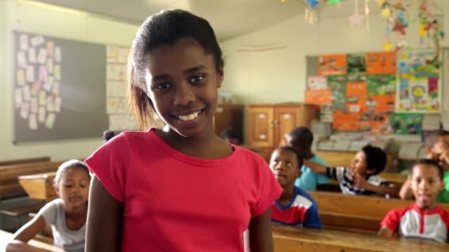 Video Porträt einer Schule Mädchen – Video