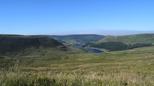 hd video saddleworth moor peak district national park - manchester inghilterra video stock e b–roll