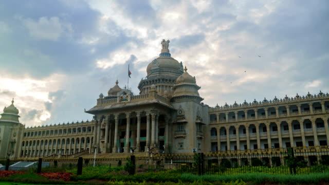 vidhana soudha karnataka lagstiftande byggnad timelapse - india statue bildbanksvideor och videomaterial från bakom kulisserna