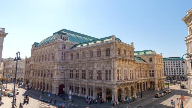 ウィーンオーストリアタイムラプス4k、ウィーン国立歌劇場で都市のスカイラインタイムラプス - オペラ点の映像素材/bロール