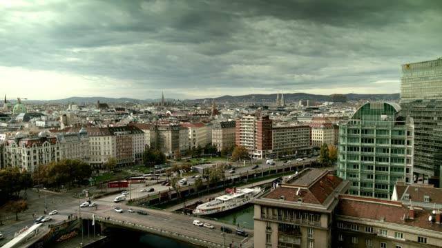 vídeos y material grabado en eventos de stock de vienna city view canal del danubio – amplia - austria