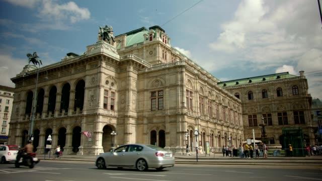 ウィーン国立歌劇場トラム、ウィーナー国立歌劇場夏–スローモーション - オペラ点の映像素材/bロール