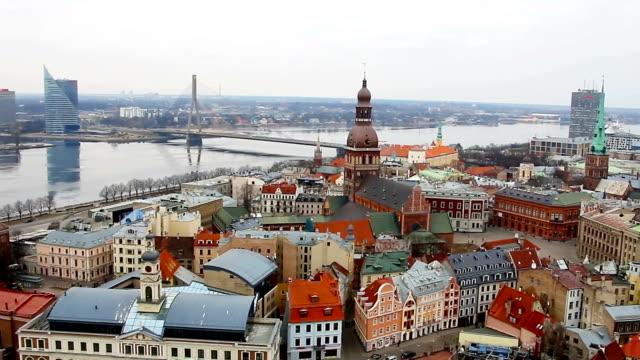 vídeos y material grabado en eventos de stock de vista de riga desde la torre de san de peter iglesia, riga, de letonia - letra s