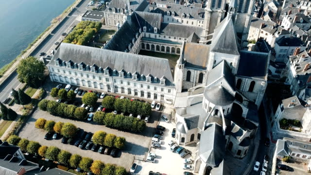 visa från drone av medeltida eglise saint-nicolas church - fransk kultur bildbanksvideor och videomaterial från bakom kulisserna