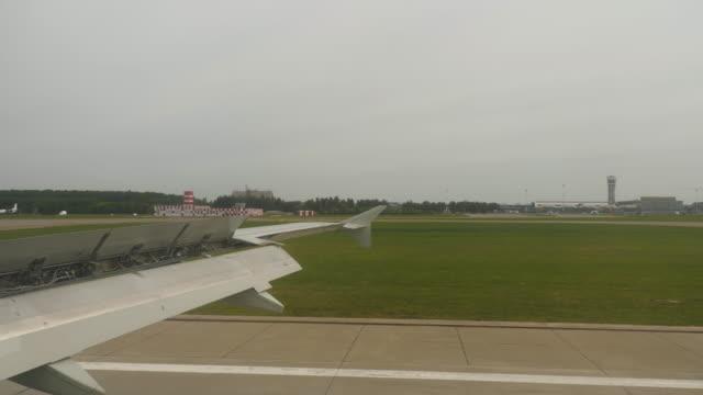 着陸飛行機からの眺め ビデオ