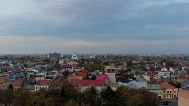 view from the height in the city on the roofs of houses, trees, mountains transcarpathia uzhhorod ukraine europe - transcarpazia video stock e b–roll
