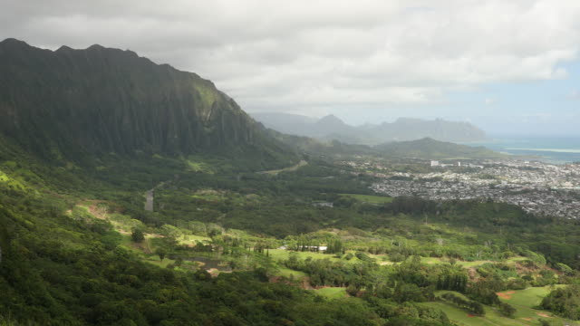 View from the Nuuanu Pali Lookout video