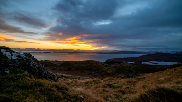 view from the old man of storr – highland, scotland - highlands scozzesi video stock e b–roll