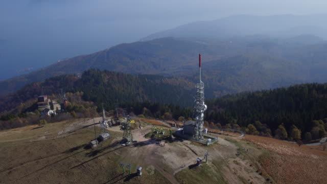 vídeos de stock e filmes b-roll de view from the top of mottarone mountain - lago maggiore