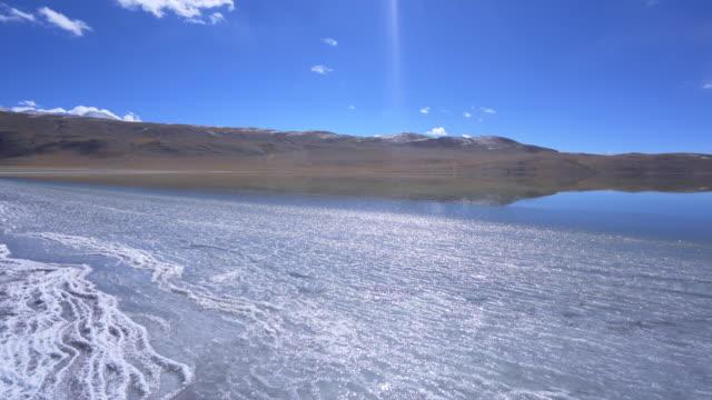 leh ladakh district buz gölü tomori manzara görünümü ,hindistan'ın norther parçası - donmuş su stok videoları ve detay görüntü çekimi