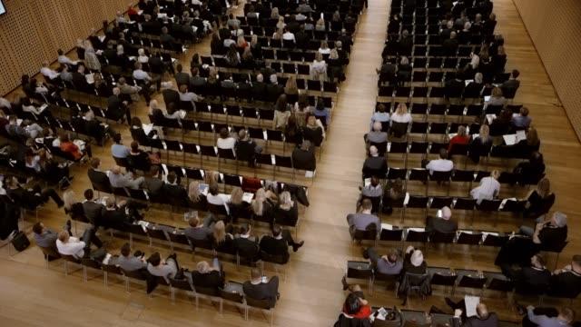 tu vy av en konferenssal under ett seminarium - seminarium bildbanksvideor och videomaterial från bakom kulisserna