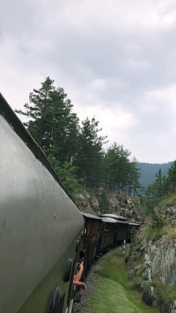 vidéos et rushes de vue de la belle nature du train - prise avec un appareil mobile