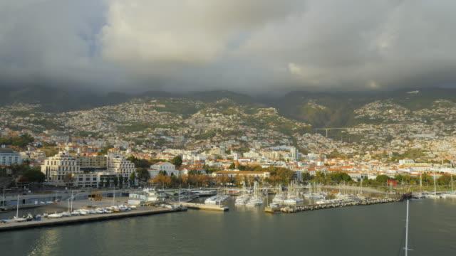 vídeos de stock e filmes b-roll de view of funchal, madeira from a cruise ship - funchal madeira