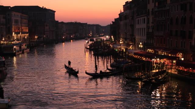 view of grand canal from rialto bridge, venice, italy - obiekt światowego dziedzictwa unesco filmów i materiałów b-roll