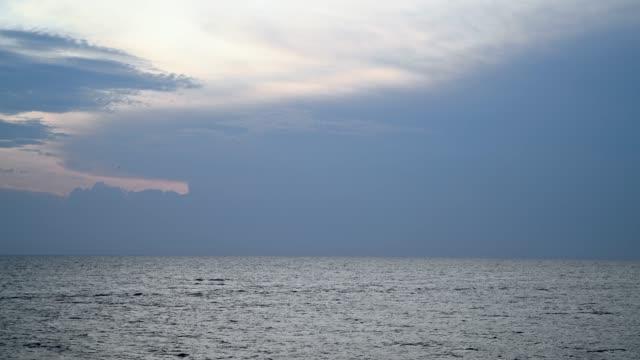 vídeos de stock e filmes b-roll de view of heavy clouds over the sea in rovinj, croatia - linha do horizonte sobre água