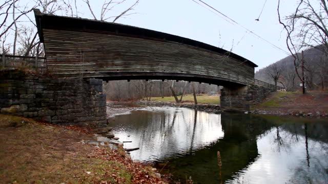 Mening van Humpback Behandelde Brug in Virginia, Verenigde Staten video