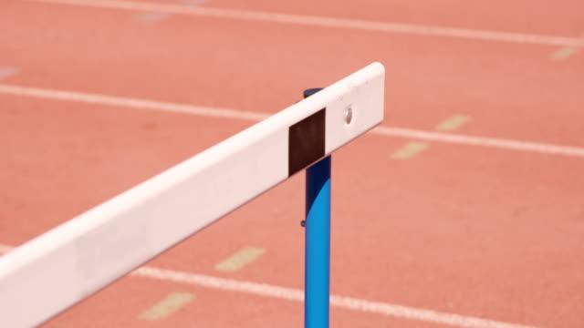vídeos y material grabado en eventos de stock de vista de obstáculo de raza - valla artículos deportivos