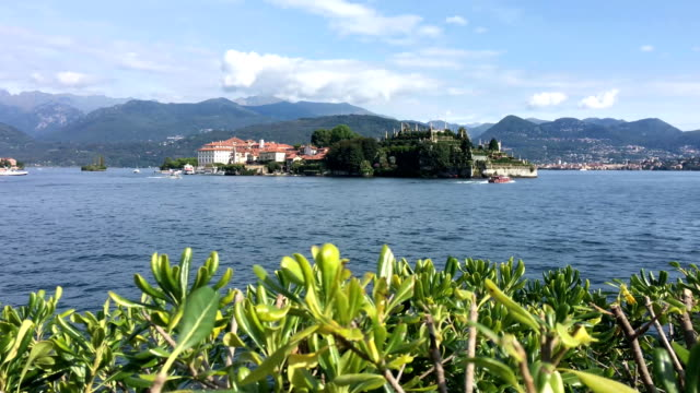 vídeos de stock e filmes b-roll de view of isola bella from embankment - lago maggiore
